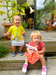 30.07.12 Fee en Lou (Femke B.) Tags: kids garden tim play lou gent cos gerda fee almosttwo