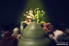 Slave sisters (storm TK431) Tags: starwars lego jabba leia oola tatooine 9516