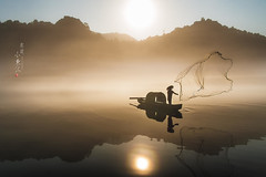 @ 2016 Aug () Tags:       fishman fishing boat nikon china chenzhou river light lake dongjianglake sunrise sunlight reflection mist fog dawn