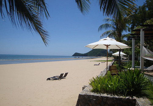 Aleenta-Hua-Hin-Pranburi-Resort-Spa-beach