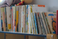 (  / Yorozuna) Tags:       childrensbook picturebook book bookshelf shelf    indoor secondhandbook pentaxsupertakumar28mmf35