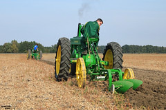 Vintage Tractor Ploughing 2016 | JOHN DEERE MODEL-A // MODEL-B (martin_king.photo) Tags: vintagetractorploughing2016 vintage tractor ploughing 2016 johndeere johndeeremodela johndeeremodelb vintagetractor pflgen ackern oldmachines old people tschechische republik weather powerfull martin king photo agriculture machinery machines agricultural sunnyday sun autumn warmweather greatday great czechrepublic yellow green fields