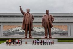 Kim Il-sung / Kim Jong-il -- Mansudae, DPRK (Kaobanga) Tags: coreadelnord coreadelnorte northkorea corea repblicapopulardemocrticadecorea rpdc repblicapopulardemocrticadecorea democraticpeoplesrepublicofkorea dprk  chosnminjujuiinminkonghwaguk pyongyang pionyang pingyang pyeongyang  mansudae colinademansudae mansudaehill kimilsung kimjongil esttues estatuas statues canon5dmarkii canon5dmkii canon5dmk2 canon28300 28300 kaobanga