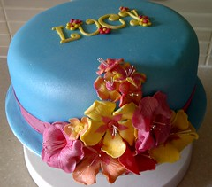 Hawaiian style cake (Suzanne's Bespoke Bakery) Tags: flowers cake hawaii luau sugarpaste