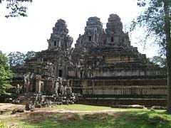 Angkor era Library (oldandsolo) Tags: cambodia buddhism worldheritagesite siemreap buddhisttemple angkorarchaeologicalpark khmerkingdom theruinsofangkor buddhistfaith angkoreralibrary angkortempleruins