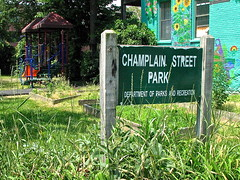 Champlain Street Park (origamidon) Tags: usa playground burlington vermont swings benches vt climbingstructure 04501 greenmountainstate chittendencounty origamidon donshall burlingtonvermontusa champlainstreetpark secludedsetting 4storywallmural southchamplainstreet
