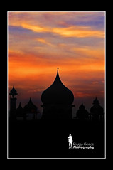 Dusk Over Kuching Mosque (Ringgo Gomez) Tags: unforgettable greatphotographers topseven anawesomeshot nikond90 flickraward malaysianphotographers tamronaf2875mmf28 concordians