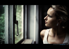 Dreaming . . . (Geraldos ) Tags: cinema window look still nikon mood looking fenster atmosphere cinematic blik ilse d800 dromen sfeer dromerig kijken ramm schauen filmisch gucken dagdromen geraldos dasfenster atmospäre geraldemming cinematografisch mualinda