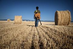 lonely soul / alma solitaria (pasotraspaso) Tags: wild selfportrait de guitar spirit wheat grain autoretrato segovia campo lonely rider libre solitario trigo espiritu nikond80