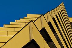 Hausnamen in Prag: Zu den 12 Spitzen  (Explored) (fotomanni.de) Tags: prague prag praha hotelpyramida