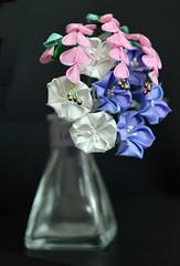 Hagi Kikyo Kanzashi. Tsumami zaiku bellflower and bush clover (Bright Wish Kanzashi) Tags:     kanzashi handmade japanesetechnique tsumamizaiku bellflower bushclover augustkanzashi