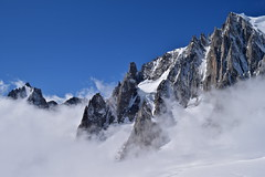 Haute montagne entre Italie et France... High mountain between Italy and France (CHAM BT) Tags: haute montagne neige glace nuage rocher pointes aiguilles granite couloir montblanc altitude high mountain snow ice clowd rock peak needle granit height chamonix france italie ombre shadow fantasticnature