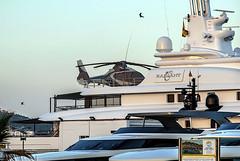 Helicoptero embarcado en un yate (ibzsierra) Tags: ibiza eivissa baleares puertoi horbor port helicoptero helicopter helo yate yatch