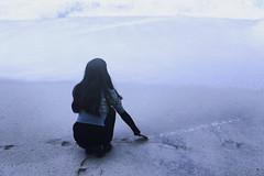 k a t h   (Tracesofmemory) Tags: woman feelings nostalgic beach loneliness footprints mist lookbook photography viadelmar chile