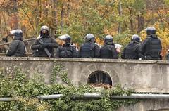 La Valle Militarizzata (Albyphoto) Tags: blu piemonte val popolo carabinieri susa mafia stato interessi armi militari tav difesa notav potenti caschi antisommossa strapotere