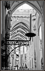 Candle (Ria Rotscheidt) Tags: clubtocht afvr denbosch sintjanskathedraal kaars candle interieur interior kathedraal cathedral light licht zwartwit