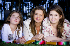 (Angelita Niedziejko) Tags: family girls portrait love canon mother together framing moment lovely happymoments rebelt2i