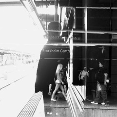 Dagens foto - 232: The Kick Inside (petertandlund) Tags: city blackandwhite bw woman man monochrome silhouette square stockholm doubleexposure streetphotography katebush 365 sthlm bnw 08 centralstationen norrmalm motljus 232365
