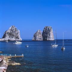 Capri, Marina Piccola, Faraglioni (-=.H.T.=-) Tags: fuji hasselblad provia100f 500cm carlzeiss polfilter heliopan canoscan8800f planart80mmf28 mutart2x