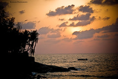 Gokarna, Beach Shore !! (Kanishka **) Tags: ocean sunset sun beach water set canon boat shore gokarna kanishka 550d