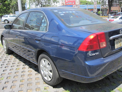 2002 Honda Civic LX Sedán