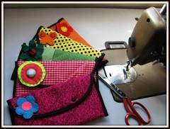 Elas voltaram pra ficar! (Joana Joaninha) Tags: minasgerais love brasil broche amor carinho felicidade carteira fabric feltro bolsa mquina ateli joanajoaninha