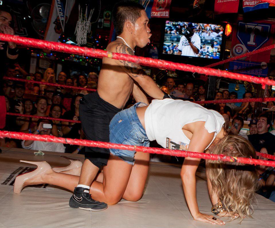 tall-amazon-wrestles-with-midget