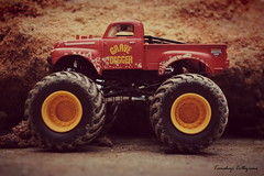Grave Digger ! (tamahaji) Tags: old grave monster vintage photo si rusty dirty hotwheels 164 custom jam digger diecast kisah kubur tamahaji penggali