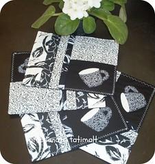 Mug Rugs-branco e preto (fatimalt) Tags: café patchwork mesa tapetinho chá aplicação toalhinha patchcolagem