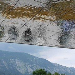 Schwaz, SZentrum, Metalldecke (Detlef Schobert) Tags: austria sterreich tyrol tirol stadtgalerien civic hall center stadtsaal szentrum meistersinger foyer soffit vordach untersicht reception area lounge lobby empfang empfangshalle eingangshalle architecture architektur architekturhalle telfs raimundwulz manfredknig cladding verkleidung suspended grid ceiling abgehngte decke rasterdecke metal metall stainless steel stahl edelstahl mirror spiegel polished poliert fragmented fragmentiert beaten hammered gehmmert moulded geschmolzen water wasser exyd exydm m