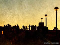 Marche au soleil couchant (JEAN PAUL TALIMI) Tags: ville vague solitude soleilcouchant talimi texture touristes landes lumieres lignes aquitaine plagedebiscarrosse calme