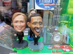 New York, 08/2016. (IchWillMehrPortale) Tags: amerika donaldtrump election herzensangelegenheit hillaryclinton ichwillmehr lackhose latex newyork november ricci riccit riccitauscher usa vote wahlen broadway chinatown diestadtdieniemalsschläft fliegen fun grönland island klischee littleitaly manhatten nyc reise städtereise stepsonbroadway