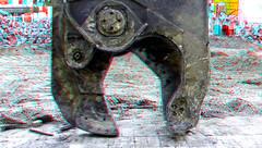 Steel-cutter 3D (wim hoppenbrouwers) Tags: wijnhaven sloop demolition anaglyph stereo redcyan grotewijnbrug rotterdam3d grote wijnbrug rotterdam 3d staalknipper cutter