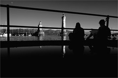 000051 0 (la_imagen) Tags: streetandsituation street blackwhite blackandwhite lindau lindauimbodensee bodensee laimagen lakeconstanze lagodiconstanza lagodeconstanza sokak sw bw siyahbeyaz streetlife strasenfotografieistkeinverbrechen momochrome menschen people insan