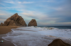CABO SAN LUCAS, MEXICO. (RAUL VILLARREAL NEGRETE FXN) Tags: playa beach mar sea oceano ocean pacific pacifico del amor atardecer sunset arena raul villarreal negrete fixion