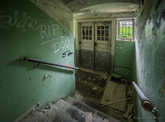 The locked entrance hall (magnur) Tags: vergiven ue hospital decay sweden sverige 2016 mentalsjukhus urbanexploration abandoned