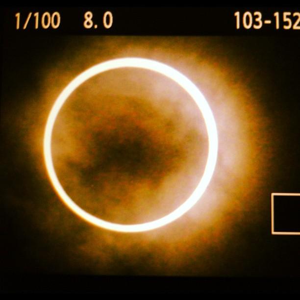 デジカメの液晶を写してエフェクトかけただけでもいける(笑) ギリギリ間に合った感じなのでインターバル撮影できなかったのが心残りだな。家帰ってから色々遊びます #eclipse #solareclipse