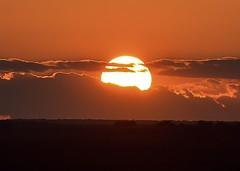 Atardecer (Alberto Vias) Tags: atardecer sunset landscape sun sol puesta de nubes cloud