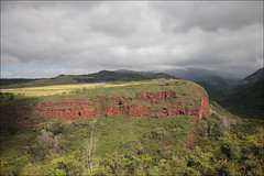 Red, green and grey (lhirlimann) Tags: canonef1635mmf28lusm canoneos5d kauai vert canyon gris hawaii landscape nature ocre paysage usa kaumakani unitedstates kauai hill red rouge green