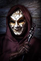 Der Sammler (patrickmai875) Tags: collector sammler dark dunkel horror mask maske skull schdel kutte gugel monk wood holz story geschichte dsa the eye snake schlange canon 6d 85mm f12 portrait wow