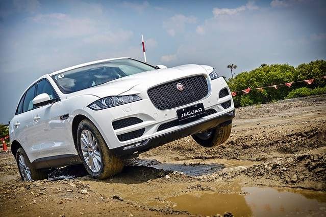F-Pace-79