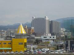 The Hineno hotel (seikinsou) Tags: japan spring haruka train jr railway kyoto kix kansai airport hineno kankuhinenostationhotel golf cage agriculture