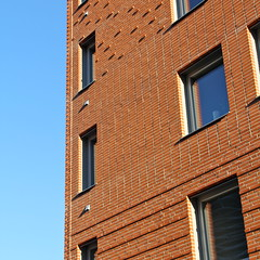 Skrovet II (hansn (2 Million Views)) Tags: white architecture modern square europa europe sweden contemporary bricks bluesky architect malmoe sverige malm malmo brf redbricks arkitektur tegel blhimmel squarish arkitekt whitearkitekter bostadsrttsfrening rtttegel tenantownerssociety skrovet
