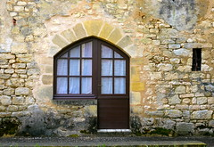 Beynac-et-Cazenac / Bainac e Casenac, Dordogne (Marie-Hlne Cingal) Tags: door france castle puerta dordogne porta porte 24 portal chteau tr sudouest aquitaine beynacetcazenac bainacecasenac