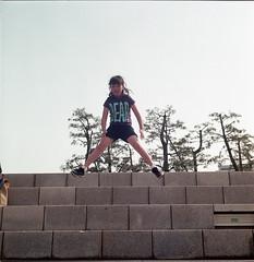 Jump Legs! (kazapu) Tags: color 120 film by rolleiflex self kodak 66 kits development f28 80mm portra400vc xenotar 28e3 labo110家naniwa