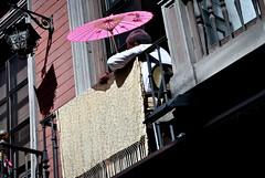 l'ombrelle rose... (jackie bernelas) Tags: photography europe granada grenade espagne fentre andalousie ombrelle ringexcellence blinkagain