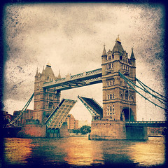 creativecommons instagram london pixlromatic samsunggalaxys2 towerbridge vignette android cameraphone open opening
