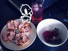 Breakfast (raishito) Tags: food strawberry bagles pochacco passiontealemonade