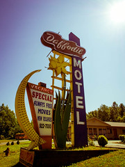 Vintage Motel Sign (TomCollins) Tags: signs vintage motel vintagemotelsigns olympus12mm