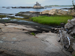 House on the rocks (Shu-Sin) Tags: champion du monde gottlieb international limited velo 650b beach ct sound water house island rock